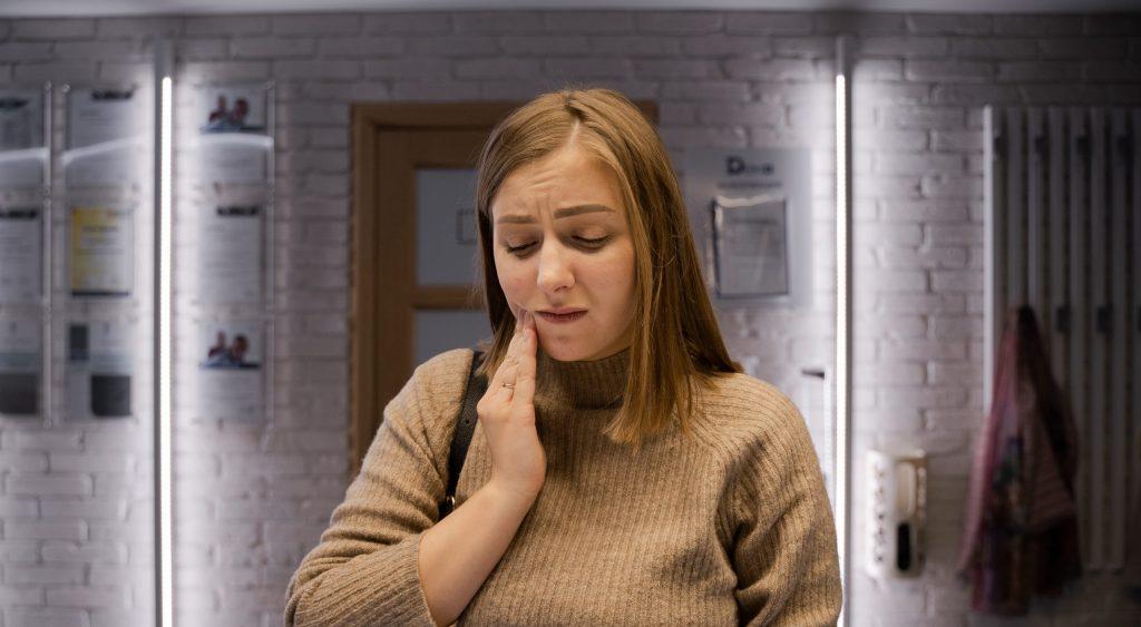 Piorrea e sintomi tardivi | Parma Carpi Modena Reggio Emilia Dentisti Specializzati AKOS Centro Odontoiatrico