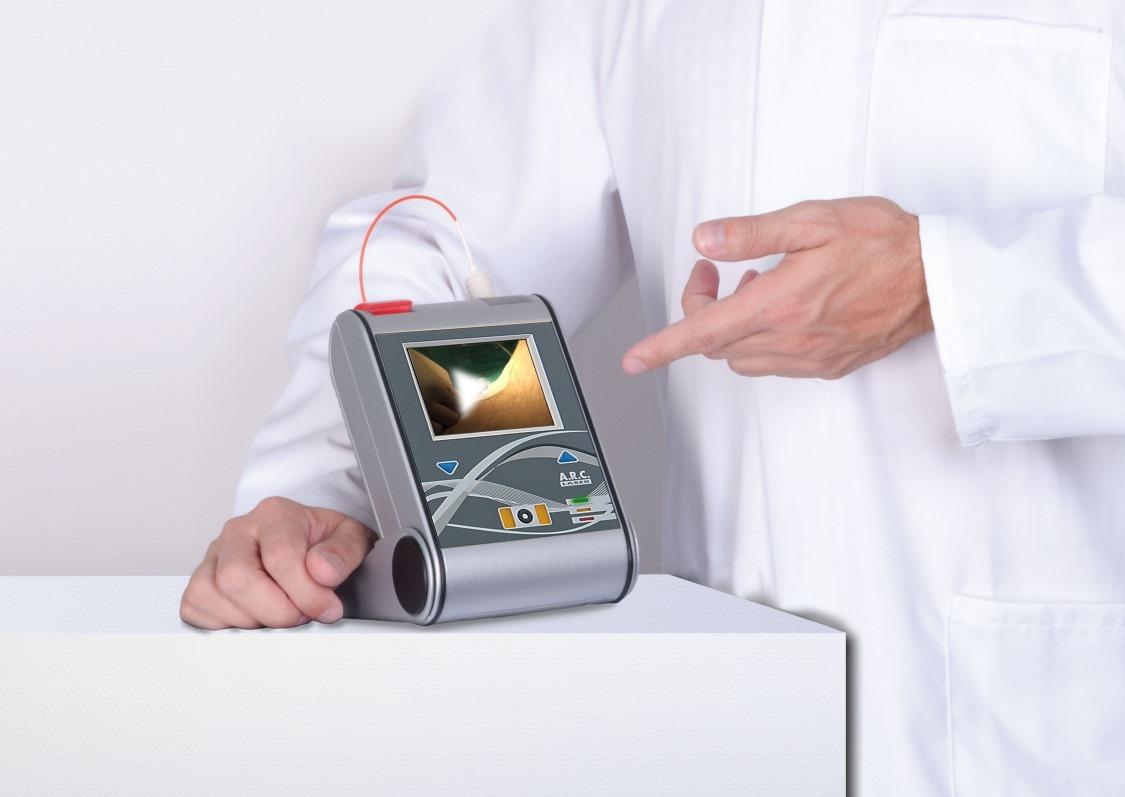 Scaling e root planing: curettage anche con laser | A Parma Carpi Modena Reggio Emilia i Dentisti Specializzati AKOS Centro Odontoiatrico
