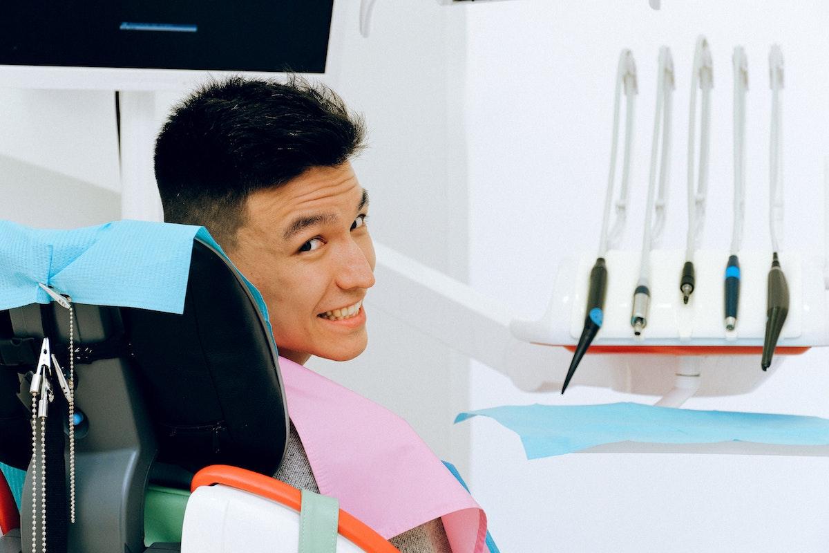 Carico Dentale Immediato su Impianto Singolo Multiplo Intera Arcata Senza Bisturi Traumi Errori Punti Parma Carpi Modena Reggio Emilia | AKOS