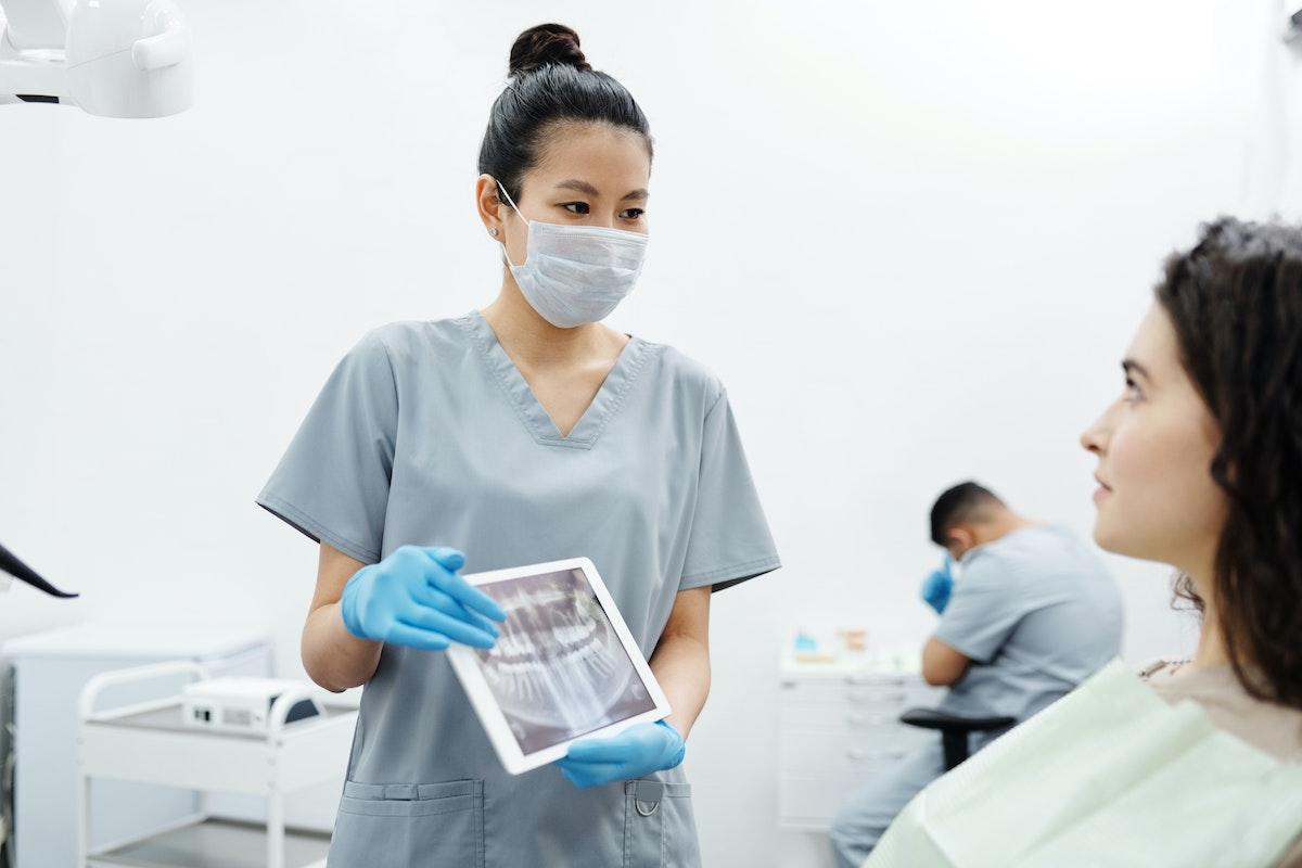 Impianti Dentali a Carico Immediato con Chirurgia Guidata Senza Bisturi Traumi Errori Punti Parma Carpi Modena Reggio Emilia | AKOS