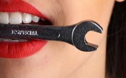 Riparazione Protesi Dentale rotta o fratturata?.. AKOS Dental Care